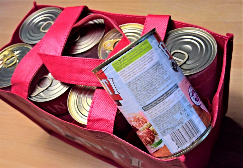 8 pet food cans in a red bag